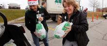 CVMC Employees picking up their turkeys